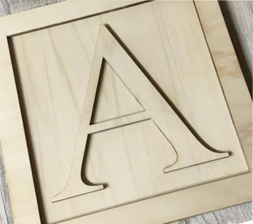 Egyedi lézervágott betűk fából